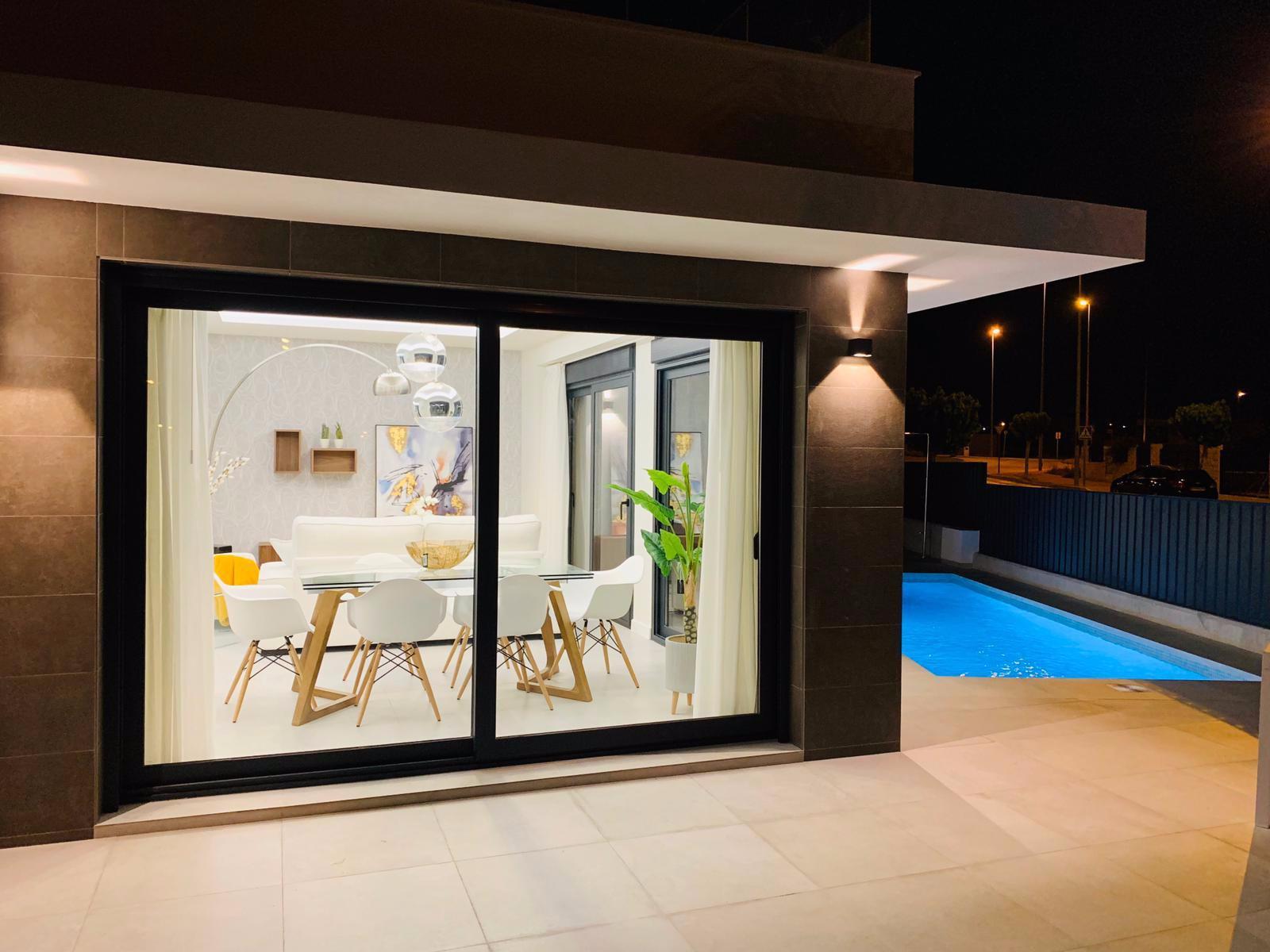 Vrijstaande villa in La Marina - Nieuwbouw